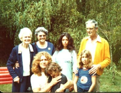 Robert Plant w/ wife, Maureen , their children  Carmen & Karac , his parents and his grandmother