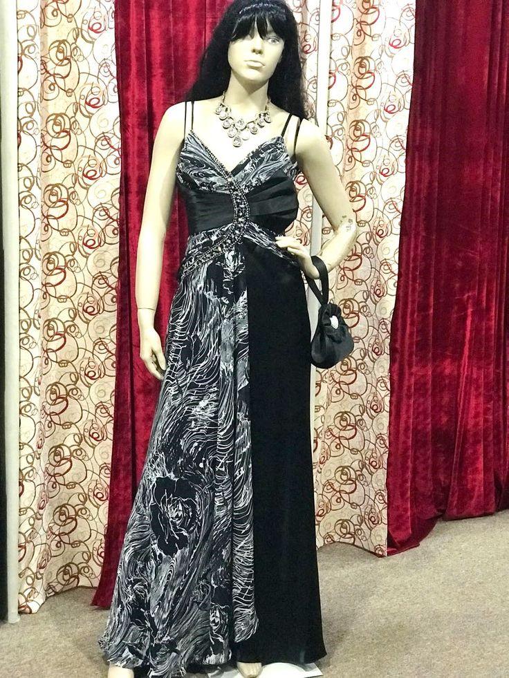 Vestido negro de Seda - Importado de Italia   Calidad por excelencia: de seda.  Con piedras.  Talle L  #tallel #vestidos #moda #estilo #modayestilo #look2018 #fiesta2018 #vestidodefiesta #look #argentina #modelosargentinas #black