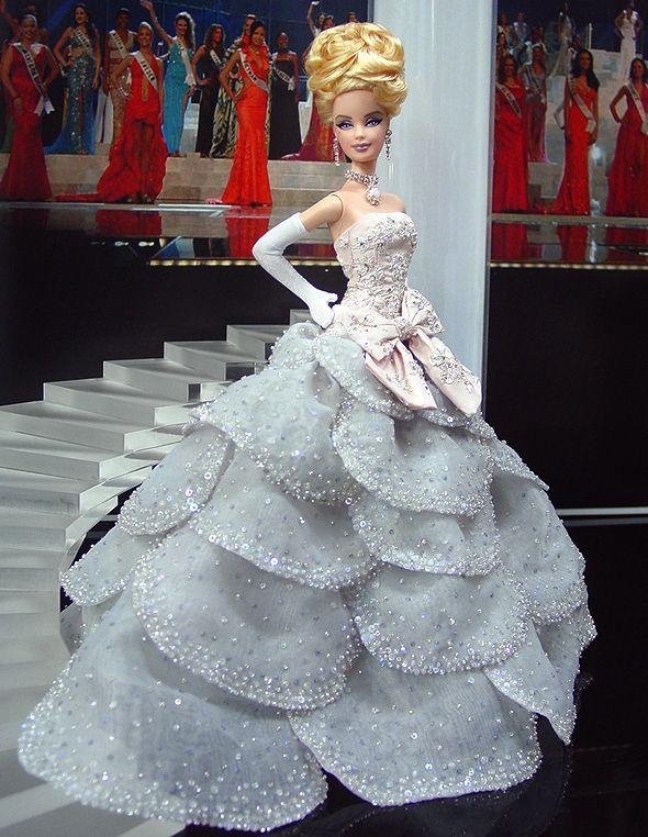 Makes me think of Cinderella. Ninimomo Miss Netherlands 2011 ooak barbie