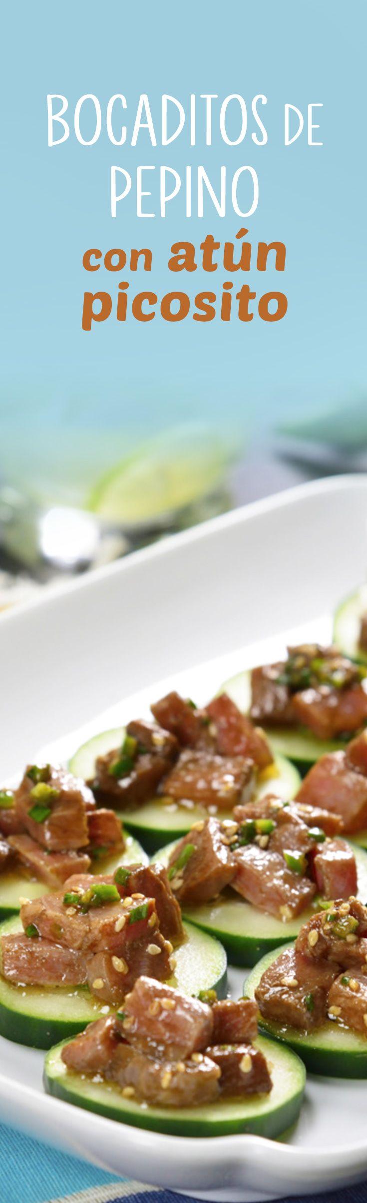 Estos bocaditos de pepino con atún picosito son la mejor opción para ofrecer como botana o entrada fría en cualquier evento. Jugoso atún marinado sobre una rebanada de pepino que además se prepara en 15 minutos.