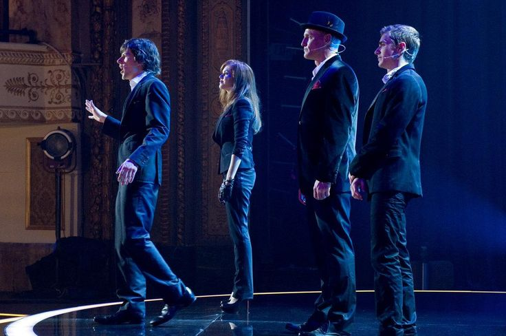 Still of Woody Harrelson, Jesse Eisenberg, Isla Fisher and Dave Franco in Now You See Me: Jaful perfect (2013) http://www.movpins.com/dHQxNjcwMzQ1/now-you-see-me-(2013)/still-1699913984