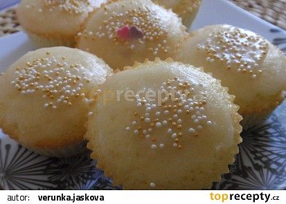 Malinové muffiny s citronovou polevou recept - TopRecepty.cz
