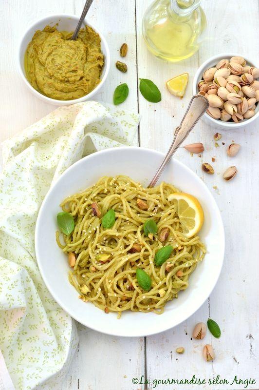 spaghetti au pesto de pistaches, citron & basilic #vegan #pistache #pesto #glutenfree http://www.la-gourmandise-selon-angie.com/archives/2017/04/10/35143188.html