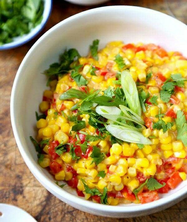 Insalata di mais, pomodoro e cipollotto! Un'idea deliziosa adesso che il mais e' in super offerta su www.fruttaweb.com!
