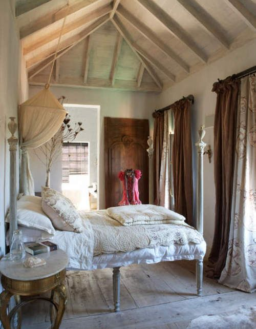 Tumblr: Guest Room, Rustic Bedrooms, French Bedrooms, Romantic Bedrooms, Sweets Dreams, Vaulted Ceilings, Bedrooms Ideas, Shabby Chic Bedrooms, Beautiful Bedrooms