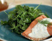 Chilled Ensalada de salmón escalfado con miel Yogurt Vestidor
