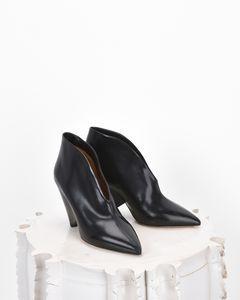 STIVALI Donna by Isabel Marant? Scopri tutti i dettagli sul nostro store ufficiale online e acquista ora la tua icona di moda.