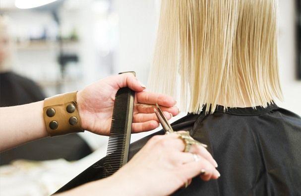 """А Вы знаете, почему слово """"парикмахерская"""" - """"hairdresser's"""" оканчивается на s с апострофом ('s)? Дело в том, что изначально парикмахерская имела более полное название - """"a hairdresser's shop"""", а теперь повсеместно используется укороченная версия - hairdresser's."""