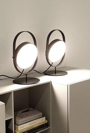 Headlight est une série de luminaires aux lignes simples et epurées édités par la maison d'édition LIGNE ROSET