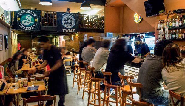 Bar cervejeiro aberto em setembro de 2014 na cidade do Rio de Janeiro. Com garrafas e torneiras de artesanais nacionais e importadas, a decoração também segue o carro chefe da casa: as brejas.