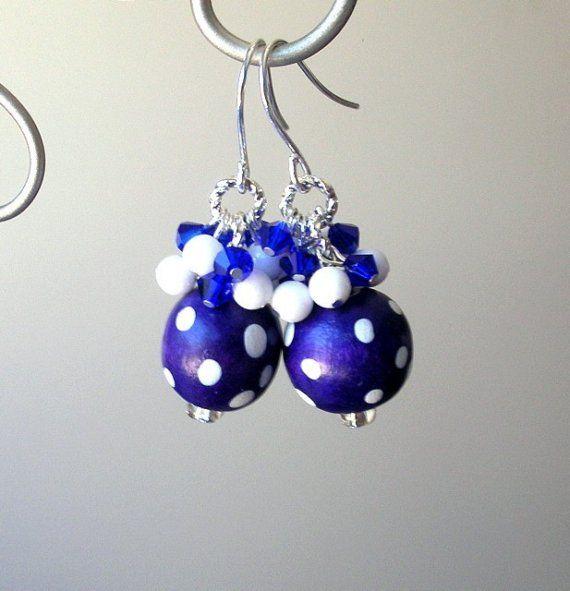Paars blauw polka dot oorbellen bosbes cluster door Mindielee