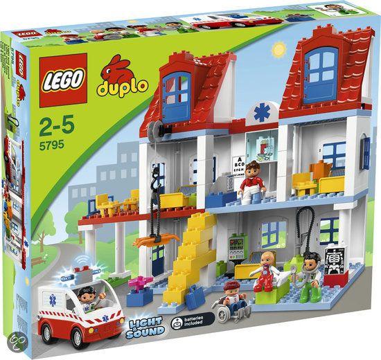 LEGO Duplo Groot Ziekenhuis - 5795  Birthday present for the boys!