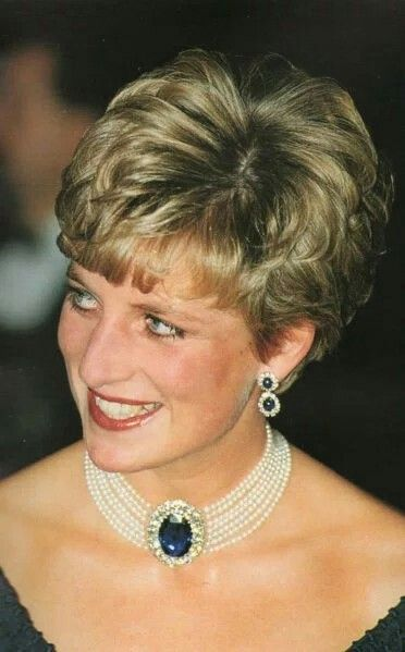 Update: October 29, 1991: The Prince Charles and Princess Of Wales with Prime Minister Brian Mulroney and his wife Mila at a gala evening at the National Arts Centre in Ottawa for an official lunch hosted by the Governor-general of Canada.The Princess wore a dark blue fringed cocktail dress for this occasion (info and photo from Duchesseorange)