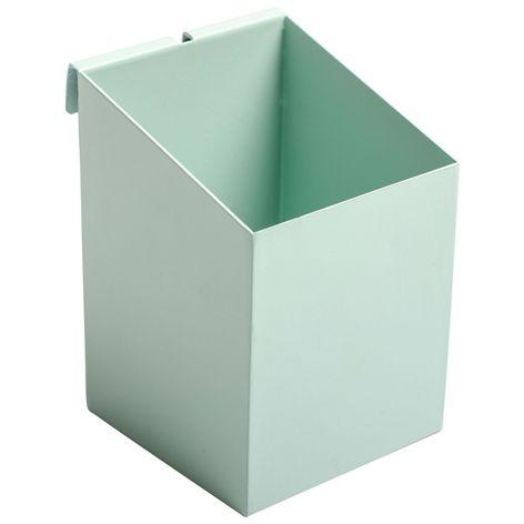 Box GALLER M turkos. 7x10 cm. Box i pulverlackad metall. Finns i flera olika färger och storlekar. Bakomliggande upphängningsanordning som passar för vårt metal