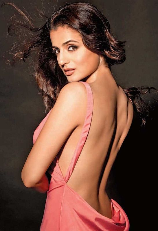 Beautiful Bollywood actress Ameesha Patel (Amisha Patel)