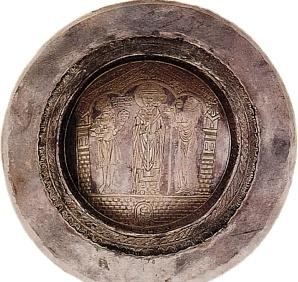 SZTUKA PRZEDROMAŃSKA I ROMAŃSKA: Patena Kaliska - przedstawia Mieszka III ofiarowującego św. Mikołajowi kielich i patenę, koniec XII w.