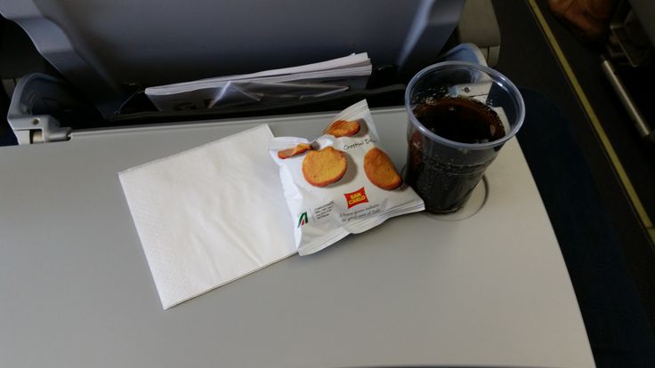 AZ 512 Rome - Prague: Salty crackers, soft drink