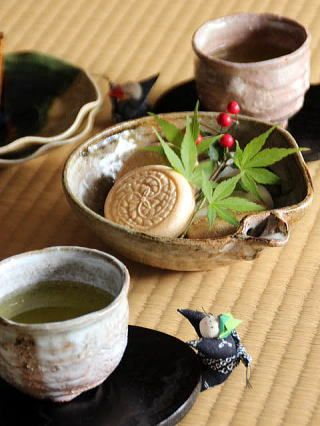I just like this photo so I pinned it even though this doesn't link to anything. So don't get frustrated. I love this type of pottery and I love green tea. Japanese tea time with wagashi cake|和菓子とお茶