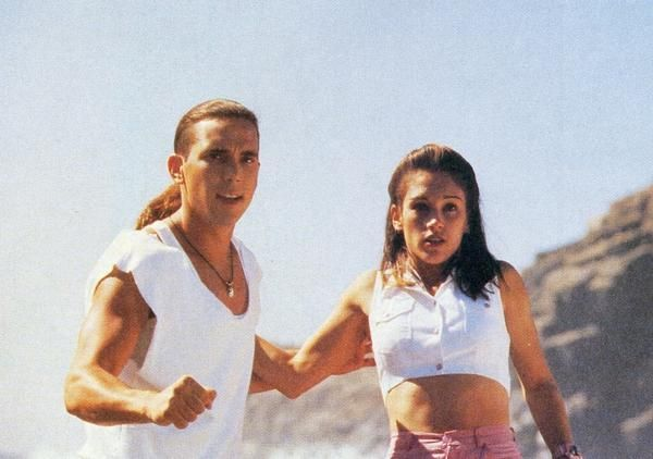 Amy Jo Johnson and Jason David Frank MMPR Movie Hi-Res promos + 1 group photo +1…