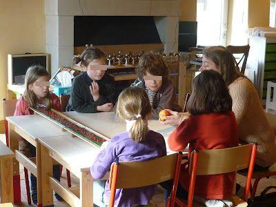 """Les fractions: concept, écriture, équivalence"""". Un trésor pour les 6-12. Où vous apprendrez pourquoi les barres de fractions sont dessinées comme elles le sont et pourquoi le numérateur et le dénominateur s'appellent comme ça, en plus de la présentation -parfaire, en français- des fractions."""
