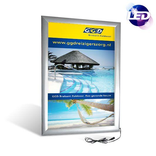 Kliklijsten/posterlijsten met LED backlight | Omega LED - http://www.expofit.nl/led-kliklijsten/klik96--led-kliklijst-omega.html