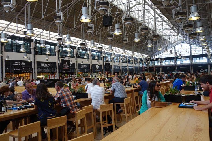 Alakul ez: amikor kipróbáltam a Hold utcai (Belvárosi) piacon a Séf utcáját és a Vörös Homárt (erről cikk hamarosan), egy gasztrotemplomot vizionáltam magam elé, olyasmit, mint a Mercado da Ribeira Lisszabonban, a városi menő éttermek egyszerűsített fogásait kínáló apróhelyekkel.     Most tettünk még egy határozott...