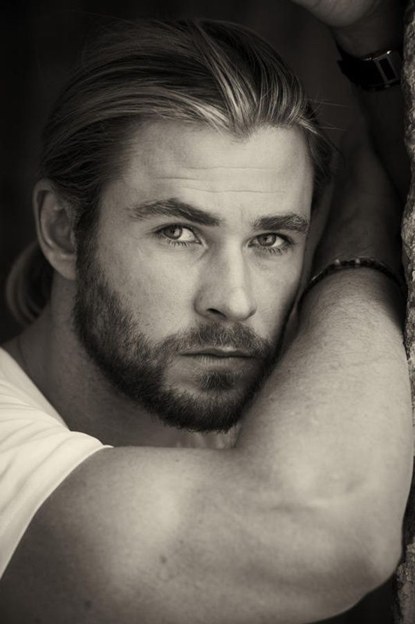 Hemsworth needs to either narrate audio books, or start reading to me - just saying.