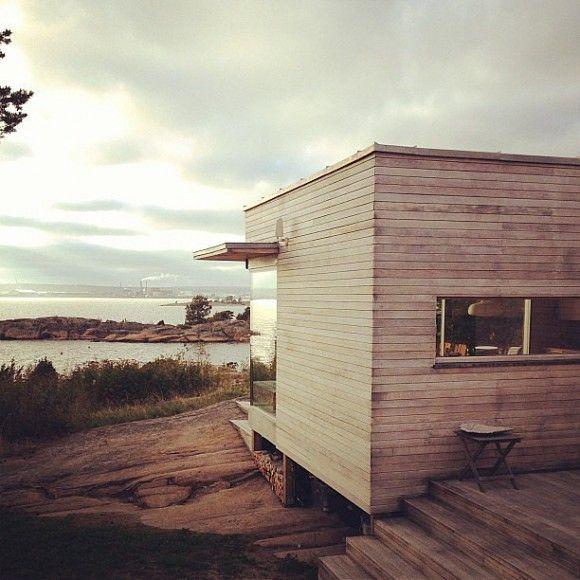 Seems like Modernist homes love a desolate, sandy or rocky terrain, don't they? | japanesetrash.com