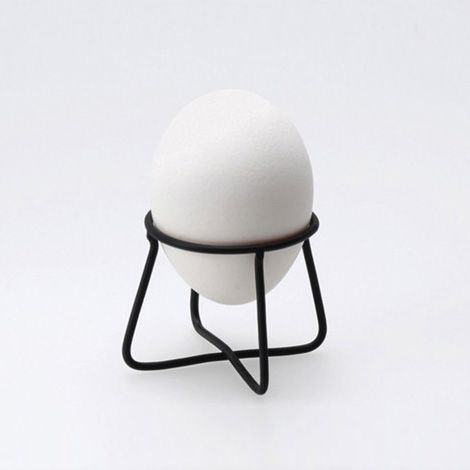 wire egg holder by Japanese industrial designer, Naoto Fukasawa naotofukasawa.com