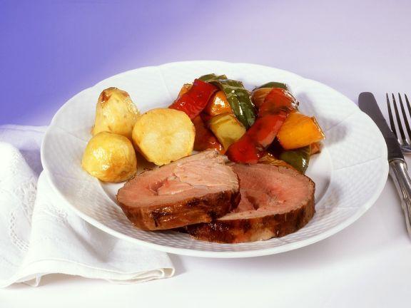 Schweinerollbraten mit Gemüse ist ein Rezept mit frischen Zutaten aus der Kategorie Schwein. Probieren Sie dieses und weitere Rezepte von EAT SMARTER!