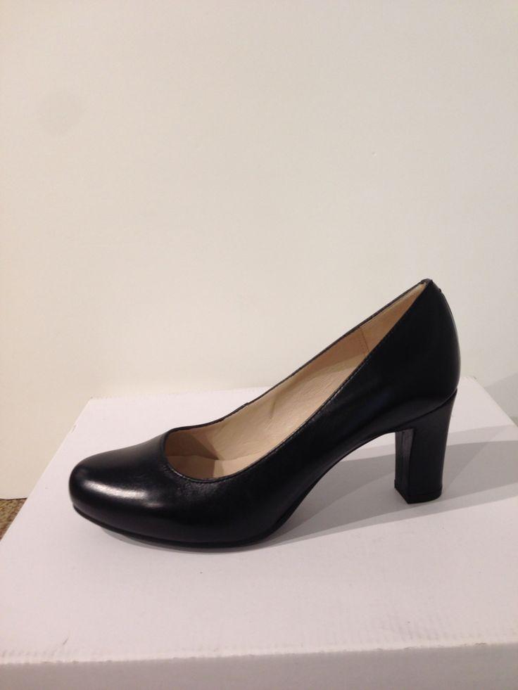 Saló amb cuir negre de UNISA: 89,90€