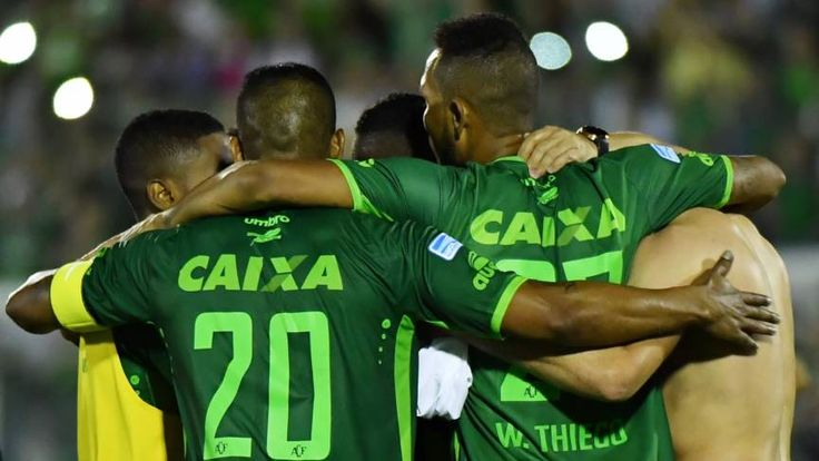 Zuid-Amerikaanse voetbalbond legt voetbal plat na ramp   NOS
