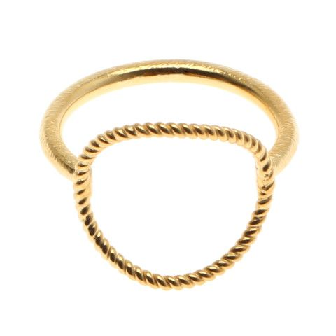 Twisted open coin ring Pernille Corydon