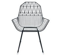 On adore ce lot de chaises de jardin en métal filaire noir géométrique à la fois vintage et complétement tendance. Ces chaises de jardin en métal aux lignes épurées apporent une impression de légeret