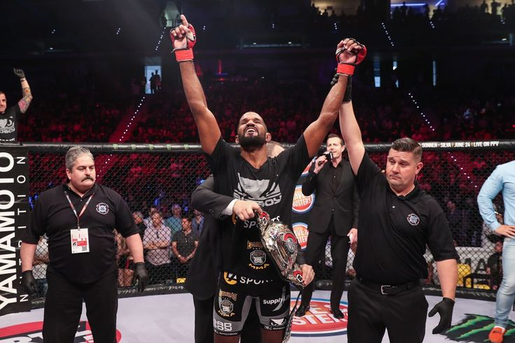#ICYMI #RafaelCarvalho @rafaelcarvalhodesouza kept his #middleweight title by defeating Melvin Manhoef @melvinnomercymanhoef with a resounding head kick in round 4 of #CarvalhovsManhoef2  exciting #fight! #Bellator #MMA #mixedmartialarts #MLMMA #BellatorMMA #ManhoefvsCarvalho2 #RafaelCarvalho #MelvinManhoef  #bellator176 #combatsports  #boxing  #kickboxing #BJJ #wrestling #martialarts  #mustlovemma #SusanCingari #MMAfighter #combat #twitter #Bellatornews #SpikeTV #ScottCoker…
