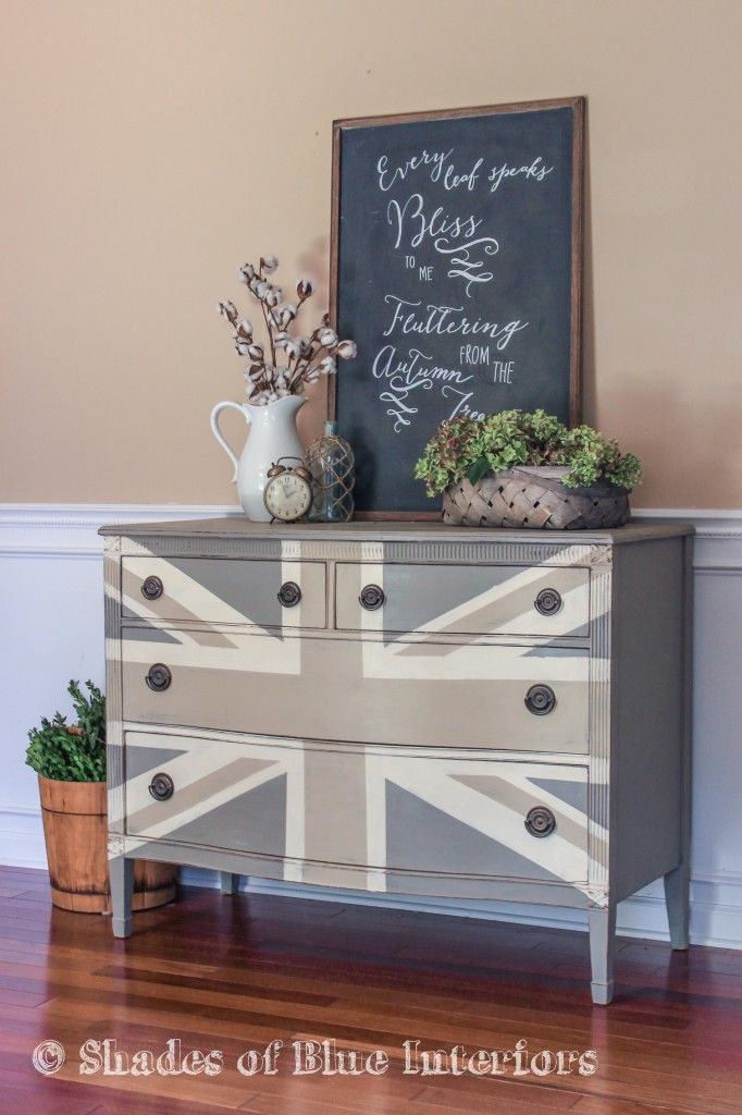 Today marks the2ndanniversaryof my blog! My first post was a GrayUnion Jack dresser, and it was also my very first MMS feature! So, what better way to celebrate than to do an updated version of the same dresser?! Here is the exact same color palette I originally used: ASCP French Linen for the body, …