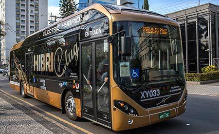 O primeiro ônibus elétrico híbrido da Volvo a circular em uma cidade da América Latina foi apresentado na quarta-feira, 29 de junho, em Curitiba.