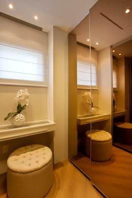 Closets de estilo moderno por Designer de Interiores e Paisagista Iara Kílaris