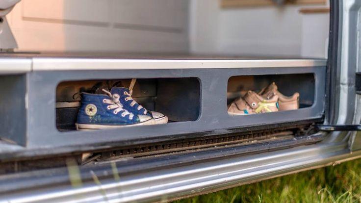 Clever: die Schuhablage im Einstieg.