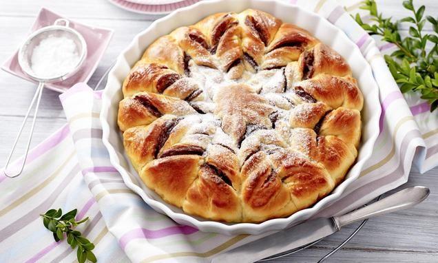 Ciasto drożdżowe zdodatkiem czekolady iorzechów