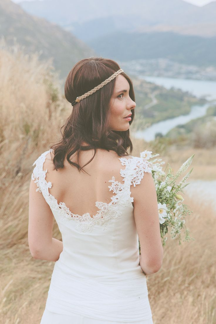 Custom wedding dress, Caroline Campion, New Zealand | French lace neckline, scallop neckline, low back, silk knit |  www.carolinecampion [Photo: Lene Photography] #CampionCouture