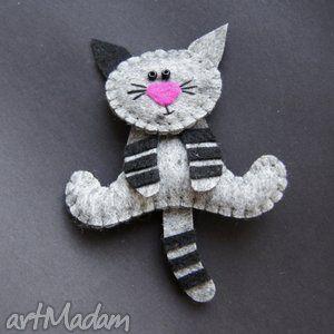 gatito de fieltro. broche