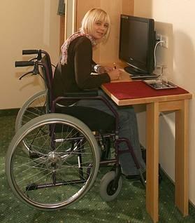 """Der Rollstuhlfahrer kann in den Schreibtisch """"eindrehen"""" http://www.die-moebelmacher.de/produkte/barrierefrei/hotelzimmerbarrierefrei.html"""