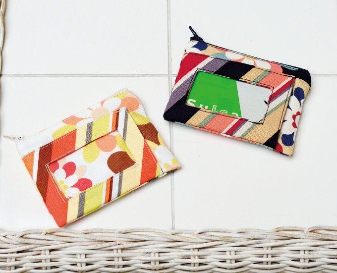 ファスナーつきの小物入れがついたパスケース。 お財布やカード入れ、キーケースなど使い方いろいろ。 入学や就職祝いとしてのプレゼントにも。