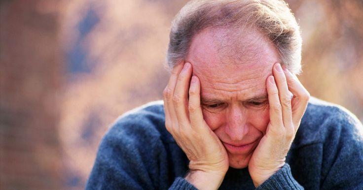 Dores de cabeça do ar frio. As mudanças na temperatura trazem dores de cabeça para muitas pessoas. O ar frio em particular pode causar dor de cabeça, originando na passagem nasal e nos vasos sanguíneos do cérebro. Felizmente, existem maneiras simples de aliviar as dores de cabeça do vento frio.