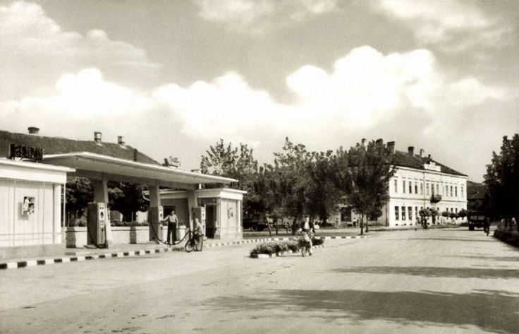 Benzinkút és a régi Alföld Szálló az 1960-as években