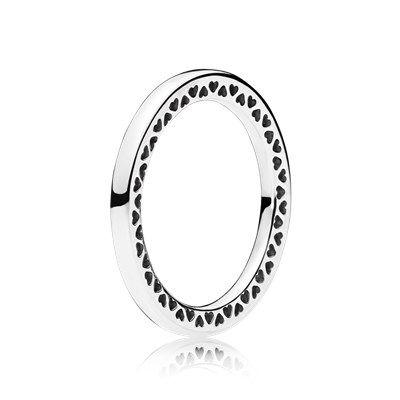 Srebrny pierścionek z wyciętymi sercami - 196237