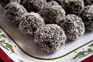 Chocolate e coco já é uma dupla conhecida de todo mundo, mas ainda assim esta trufa vai te surpreender.    http://www.receitasdemae.com.br/receitas/trufa-ao-coco
