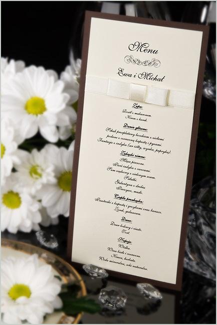 Ślubne menu w naszej ofercie. Duża ilość miejsca na dowolny wpis. Oprócz klasycznego menu może znajdować się plan uroczystości czy plan ustawienia stołu.
