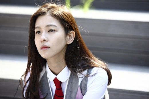 """Actress Kyung Soo Jin has been cast in KBS' upcoming weekend drama """"Bluebird's House."""" Kyung Soo Jin will play one of the main female characters in the new heartwarming family drama. Kyung Soo Jin, who was often dubbed """"Son Ye Jin lookalike"""" at the time of her deb..."""